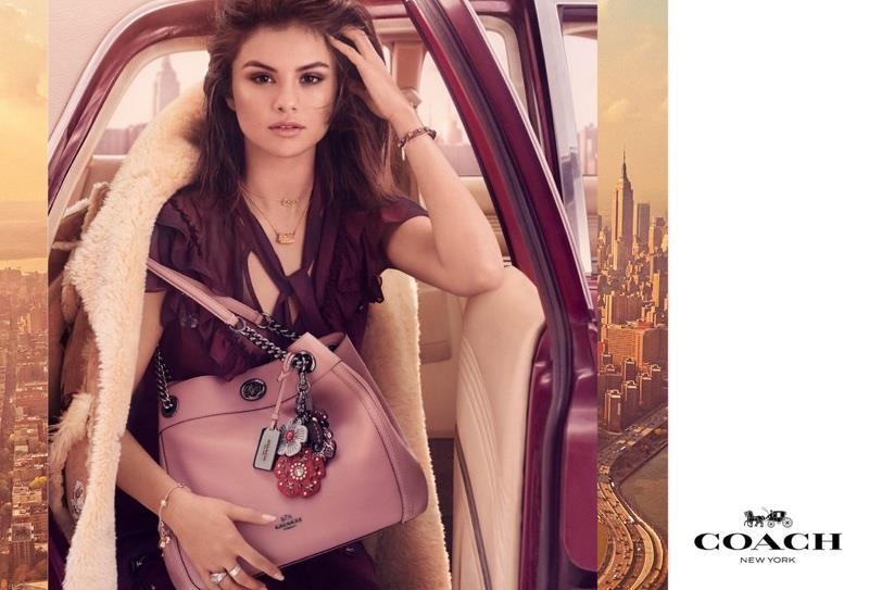 Selena Gomez nelle foto di Coach con sfondo New York