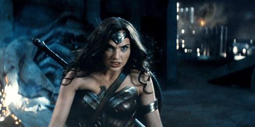 Wonder Woman in una scena di attacco