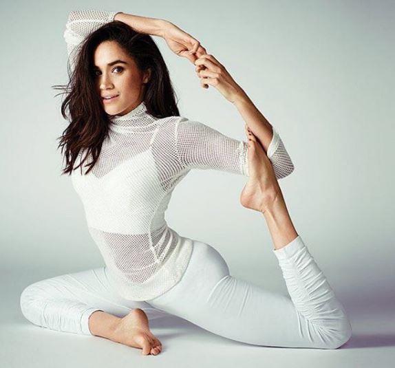 Meghan Markle esegue esercizi di pilates
