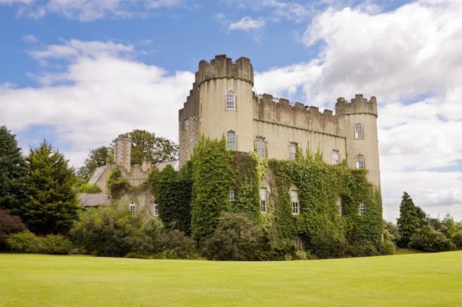 Veduta del castello di Malahide in Irlanda