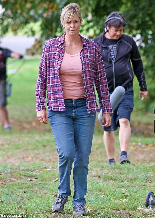 Charlize Theron durante le riprese di Tully