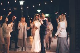 Coppia di sposi ad un matrimonio