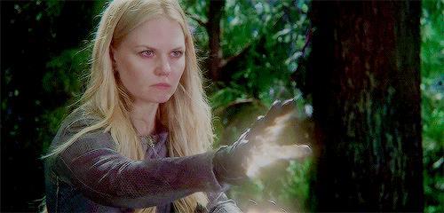 Emma in una scena di C'era una volta