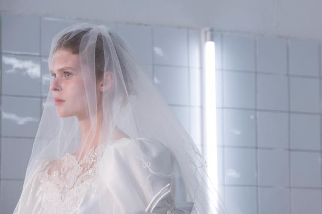 Sposa con velo e capelli raccolti