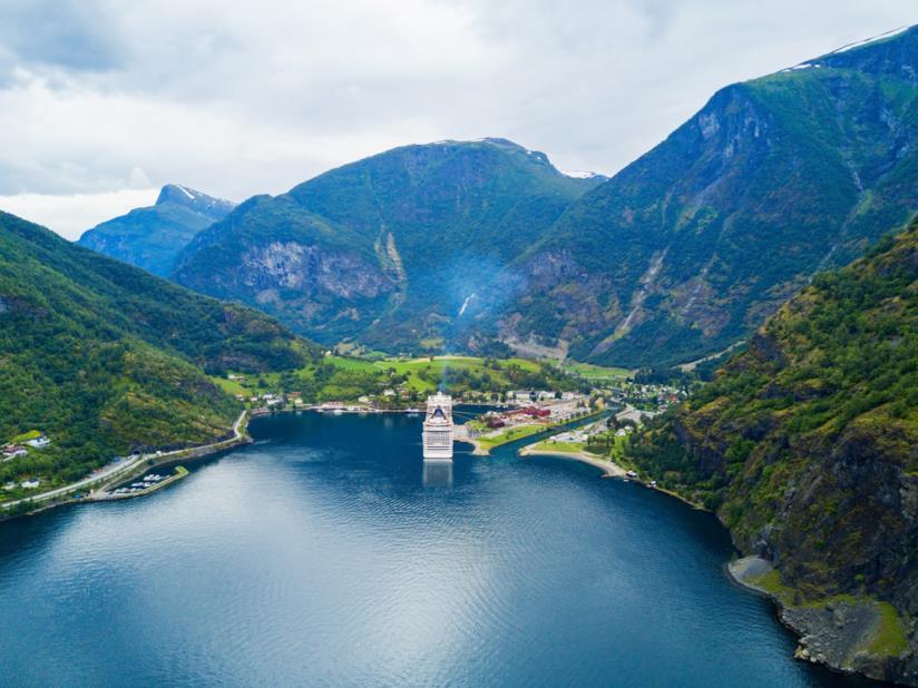 Norvegia in treno: la ferrovia di Flåm e il villaggio di 500 abitanti