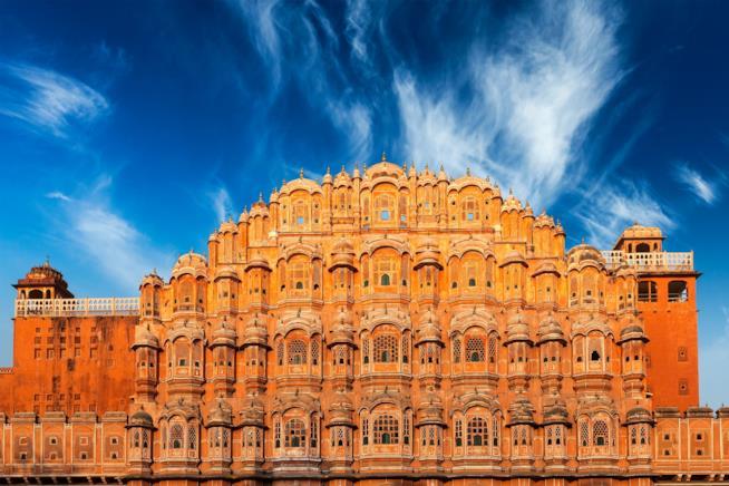 Guida Viaggio in India: L'Hawa Mahal a Jaipur, Rajasthan, India