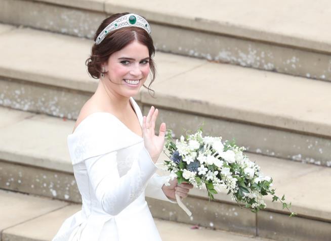 Matrimonio Eugenia di York  i dettagli del vestito da sposa e08f4d1284e