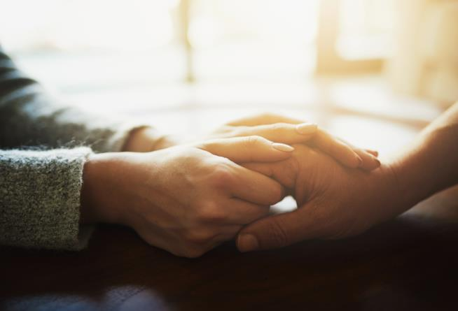 Prendigli la mano