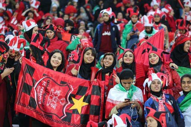 Iran, donne allo stadio
