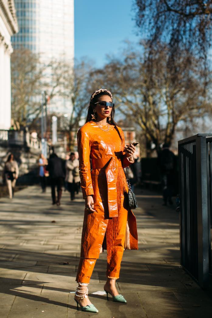 Streetwear London Fashion Week total look orange