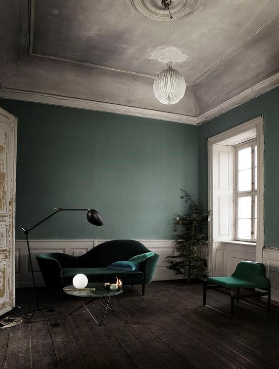 Soggiorno con divano in velluto