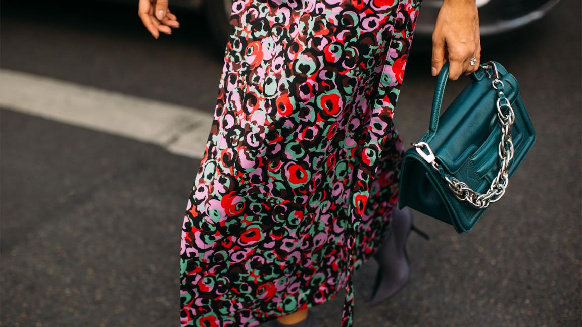 Come indossare la gonna lunga d'estate