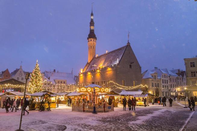 Mercatini natalizi a Tallinn in Estonia.