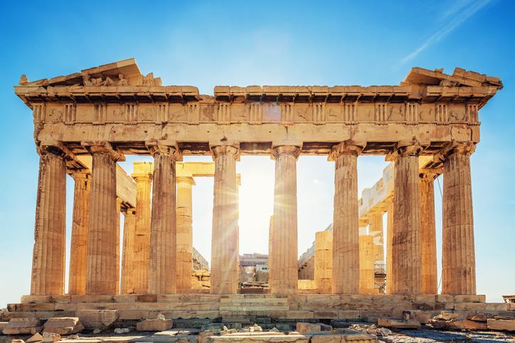Il Partenone di Atene illuminato dal sole.
