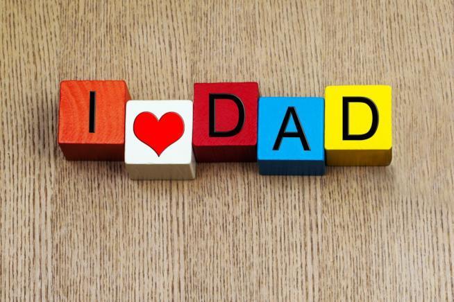 Dei cubi da gioco che formano la scritta I love Dad