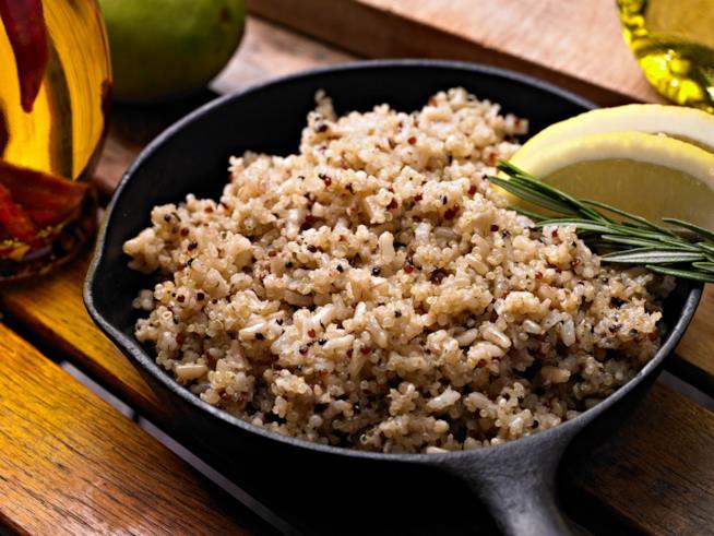 I cereali come la quinoa si possono mangiare di sera