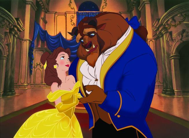 Belle e Bestia in una scena del film La Bella e la Bestia