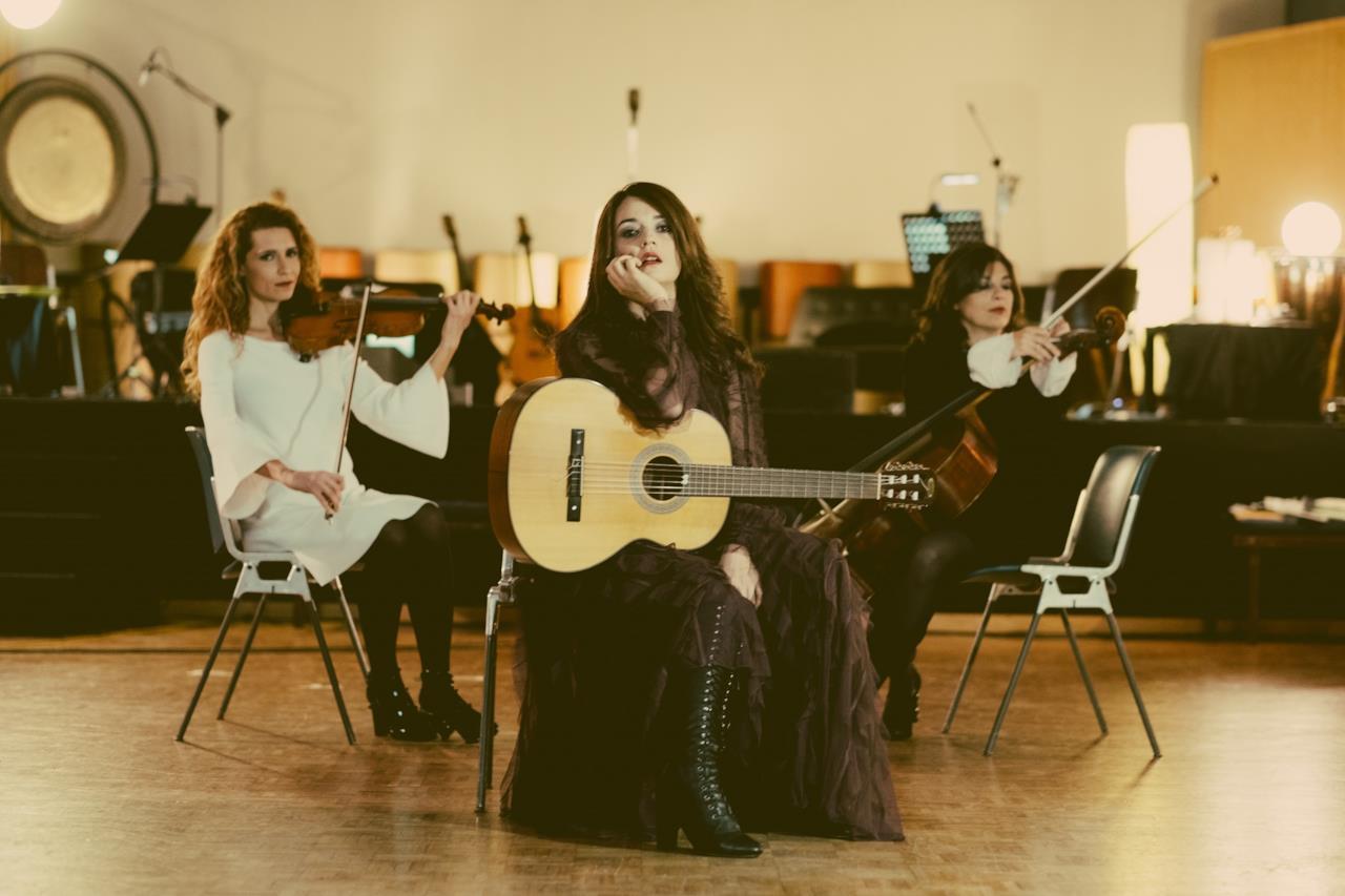 Carmen consoli presenta eco di sirene il suo nuovo album live - Carmen consoli diversi ...