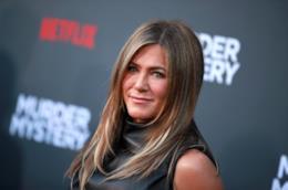 Jennifer Aniston sorride al photocall di Murder Mystery