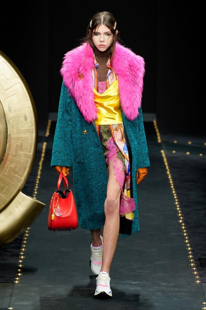 Colori e fantasia al potere per il look Versace