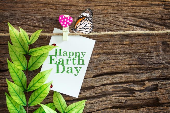 Foglio con scritto Felice giornata della terra
