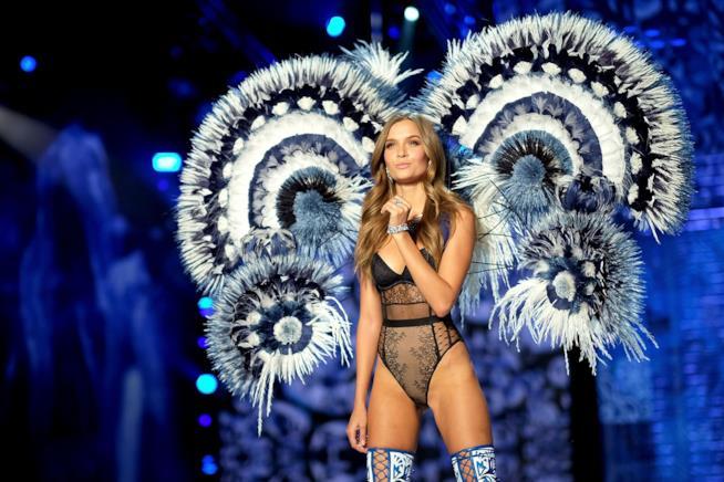 Josephine Skriver ad una sfilata di Victoria's Secret