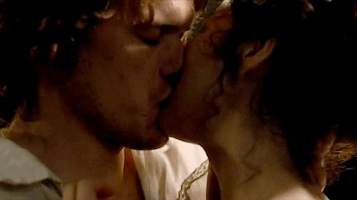 Sam Heughan e Caitriona Balfe in Outlander