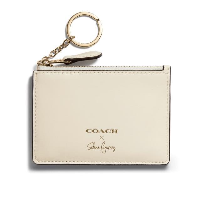 Il portamonete panna Coach disegnato da Selena Gomez