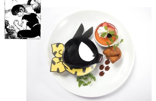 Un piatto con un pancake a forma di P-chan di Ranma 1/2