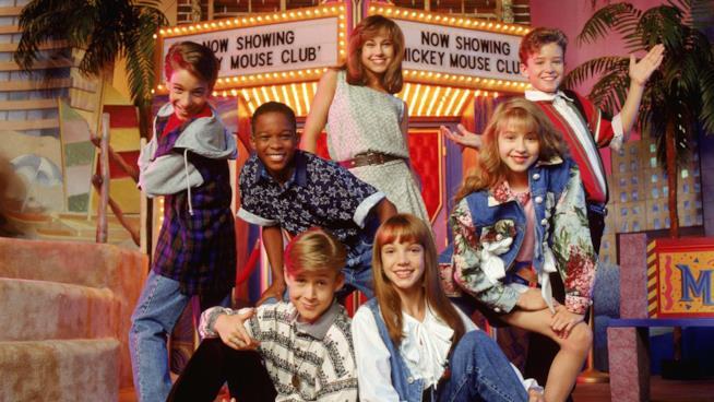 Una vecchia immagine del cast di The Mickey Mouse Club