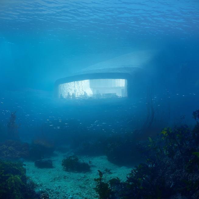 L'esterno del ristorante Under immerso nel mare