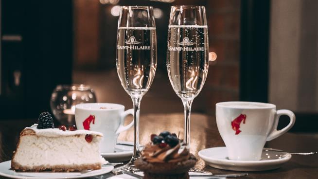 Credenza Per Bicchieri : Vademecum dello champagne: scopri i migliori bicchieri e come servirlo