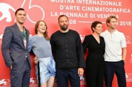 Nicholas Hoult, Emma Stone, Yorgos Lanthimos, Olivia Colman e Joe Alwyn a Venezia 75