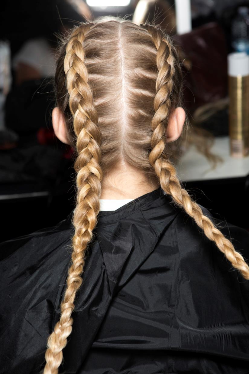 Treccia capelli lunghi e biondi