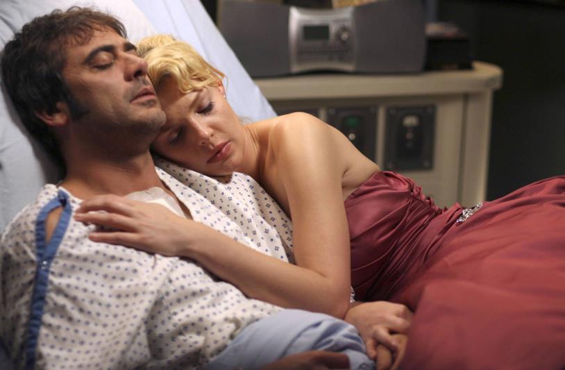Izzie e Denny in un'immagine dalla seconda stagione di Grey's Anatomy