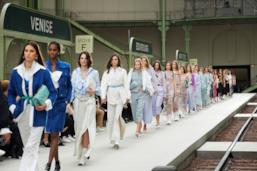 Sfilata CHANEL Collezione Donna Primavera Estate 2020 Parigi - CHANEL Resort PO RS20 0085