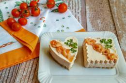 Cuore e quadrato di formaggio al salmone
