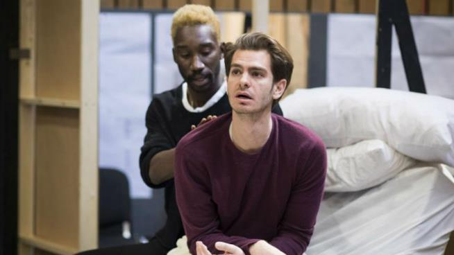 Andrew Garfield nello spettacolo teatrale che parla di omosessualità e AIDS