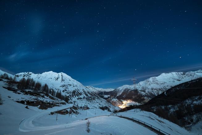 Panorama notturno dello ski resort La Thuile
