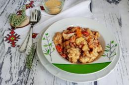 Piatto con cereali, legumi e verdura