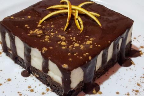 Tortino quadrato a starti coperto di cioccolato
