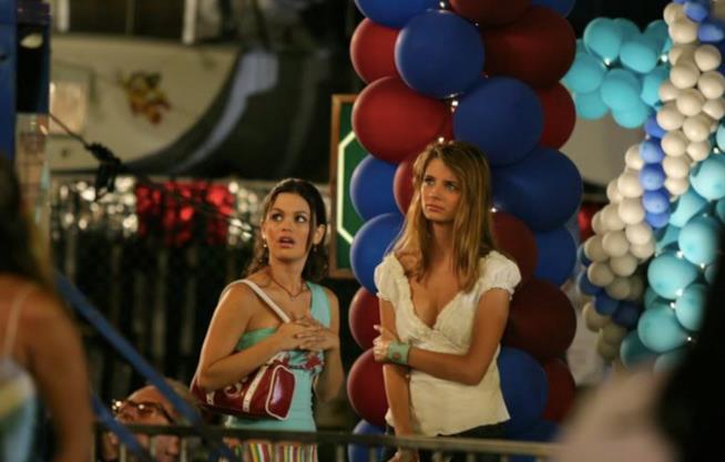 Summer e Marissa durante una festa a The O.C.