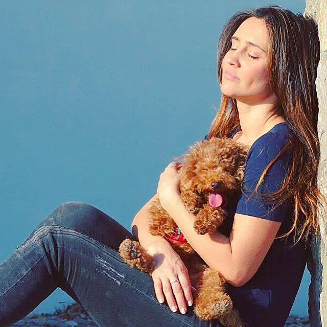 L'attrice coccola Perché al sole