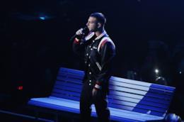 Anastasio mentre si esibisce ad X Factor.