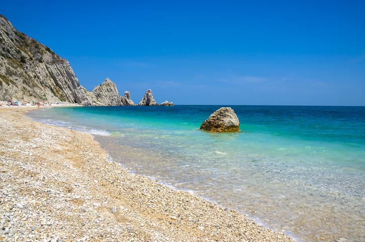 Gli scogli della spiaggia delle Due Sorelle