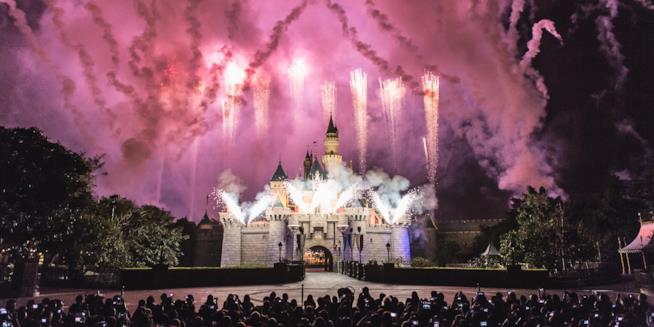 Spettacolo pirotecnico per i 25 anni di Disneyland Paris