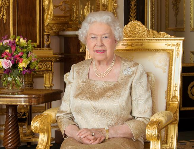 Elisabetta II sul trono