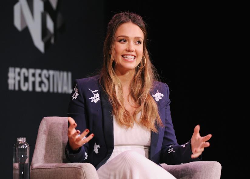 Una sorridente Jessica Alba