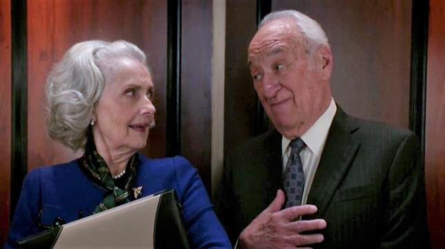 Jerry Adler e Mary Beth Peil in The Good Wife