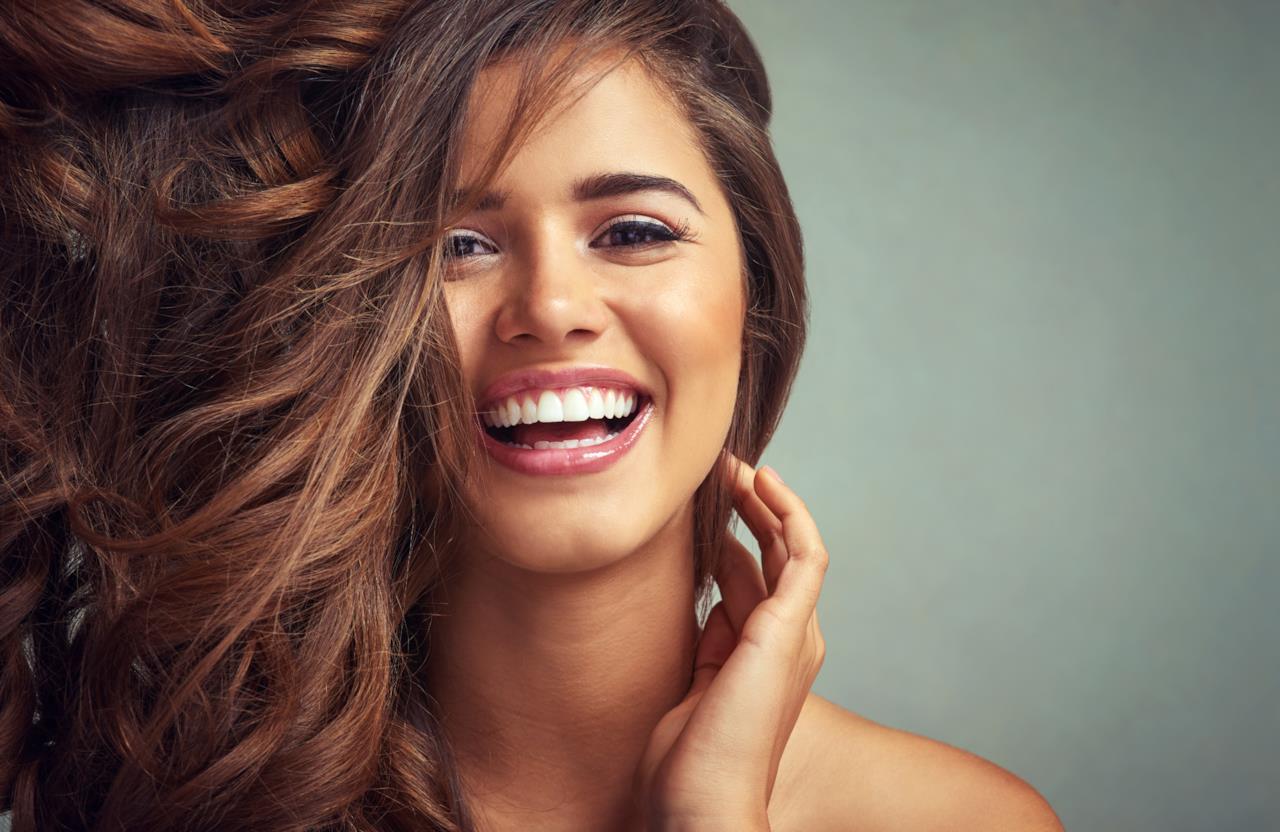 Le frasi pi belle sul sorriso da condividere con amici e - Immagine di una ragazza a colori ...